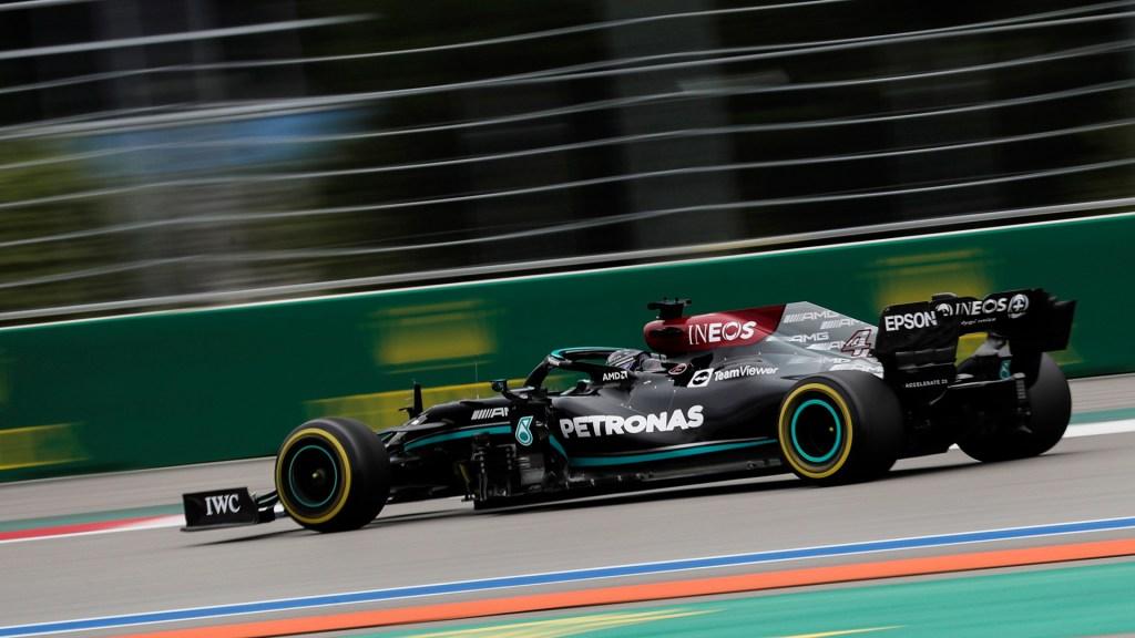 Hamilton gana GP de Rusia; 'Checo' Pérez cae al noveno lugar - Lewis Hamilton en GP de Rusia. Foto de EFE