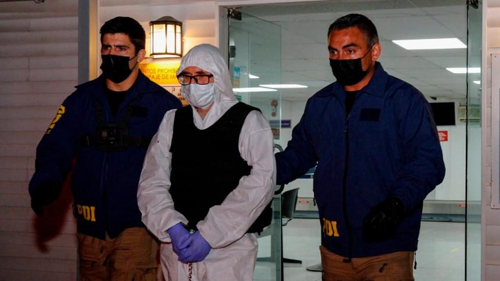 Exguerrillero extraditado por asesinato de senador llega a Chile desde México - Llegada a Chile del exguerrillero Raúl Escobar Poblete