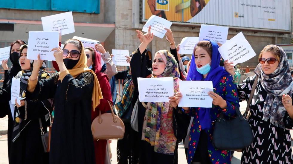 Mujeres protestan por segundo día en Afganistán para reclamar derechos a talibanes - Manifestación de mujeres en Kabul