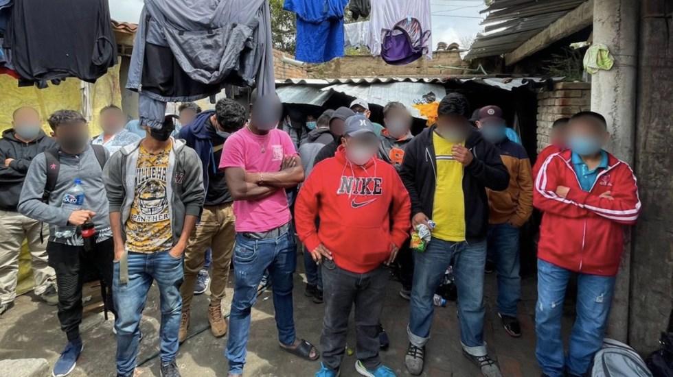 Encuentran a 133 migrantes en casa de seguridad en Puebla - Encuentran a 133 migrantes en casa de seguridad en Puebla. Foto de INM