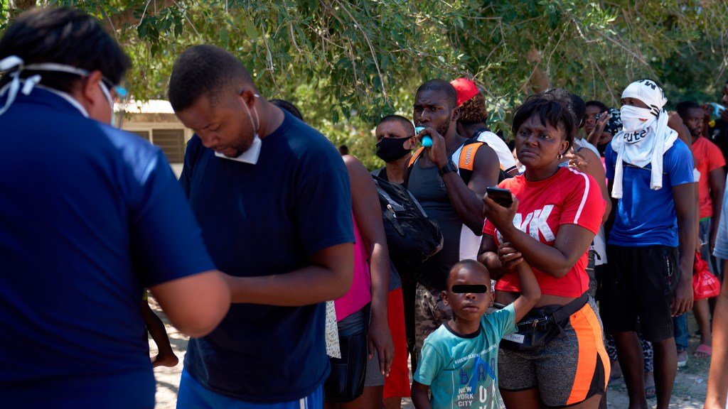 EE.UU. intentará expulsar a haitianos a países de Sudamérica si hay nueva ola