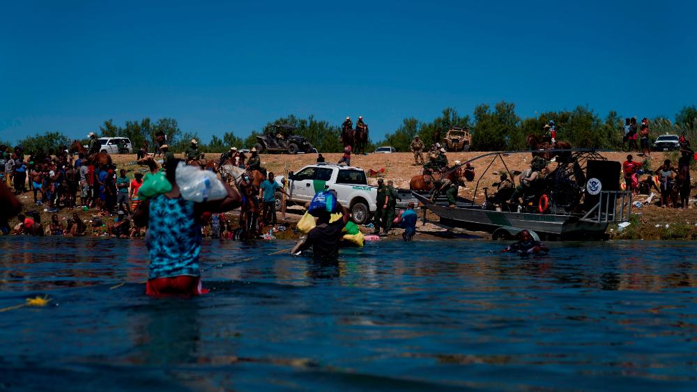 Enviados de EE.UU. se disculpan en Haití por trato a migrantes - migrantes haitianos EEUU Del Río