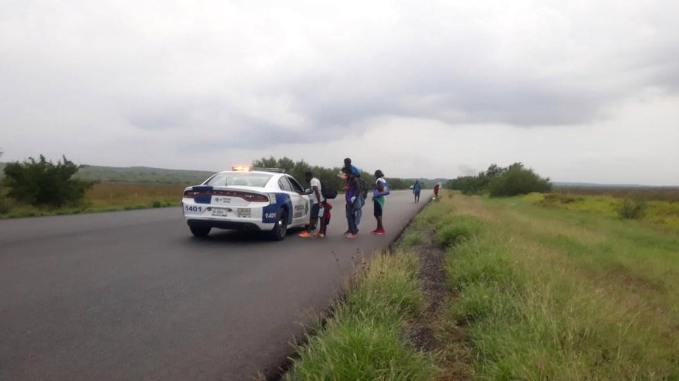 Migrantes haitianos realizan caminata en carretera de Tamaulipas - Migrantes haitianos realizan caminata en carretera de Tamaulipas. Foto de Gobierno de Tamaulipas