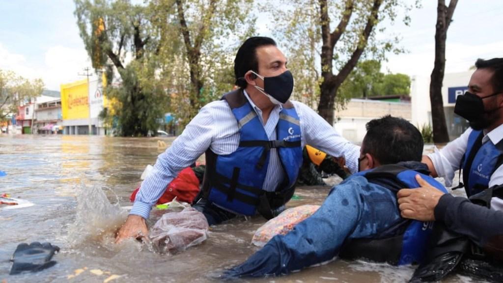 Omar Fayad cae de lancha en la que recorría Tula tras inundaciones - Omar Fayad cae de lancha en la que recorría Tula tras inundaciones. Foto de Twitter Omar Fayad