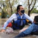 Omar Fayad cae de lancha en la que recorría Tula tras inundaciones