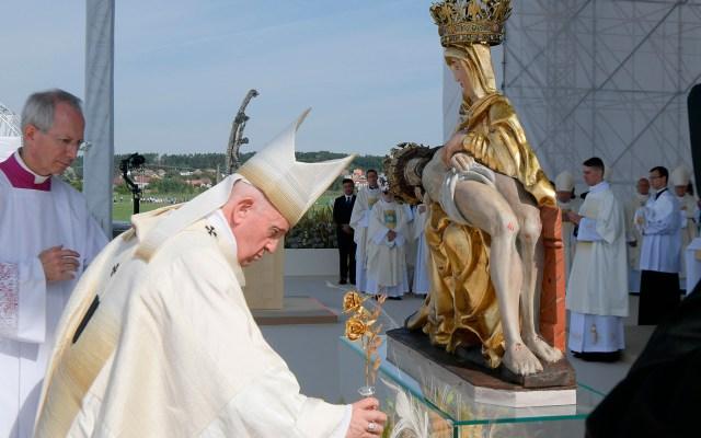 Concluye visita del papa Francisco a Eslovaquia con misa multitudinaria - Misa del Papa Francisco en el Santuario Nacional de Sastin en Eslovaquia.
