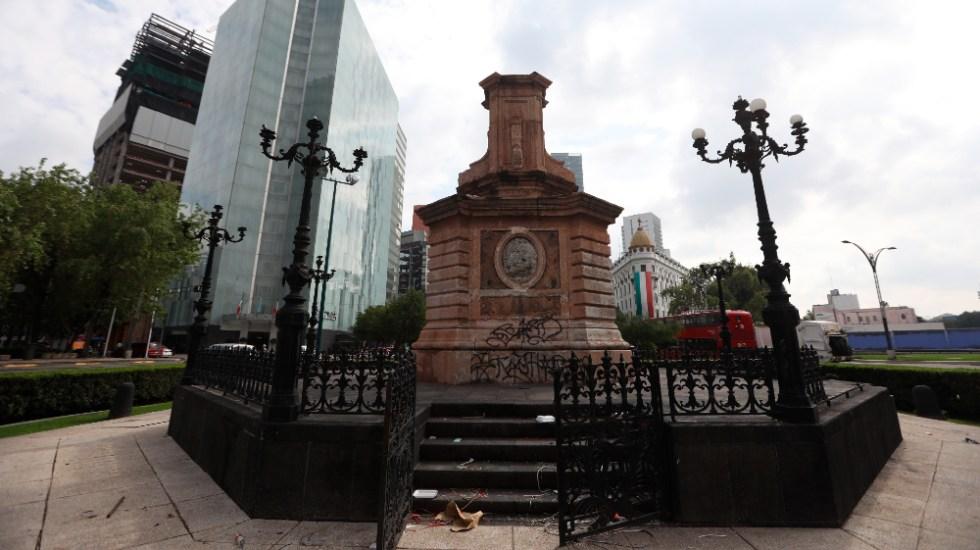 """""""Lo veo muy bien"""": AMLO respalda a Sheinbaum en colocar estatua de mujer indígena en Paseo de la Reforma - Pedestal estatua escultura Cristóbal Colón"""