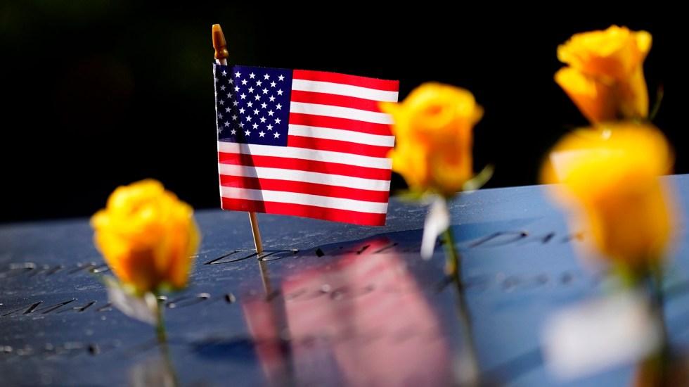 Nueva York llenará de agentes la ciudad en 20 aniversario del 11S - Placa de memorial de víctimas del 11S
