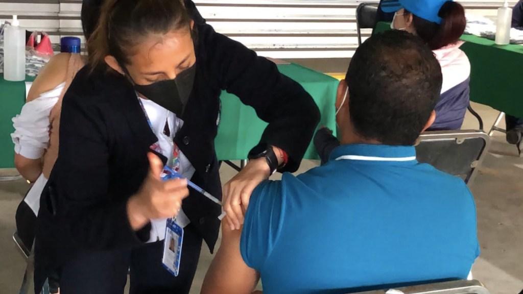 Concluirán vacunación de 30 a 39 años en siete alcaldías y de 18 a 29 años en tres; iniciará de 18 a 29 en Cuajimalpa - Vacunación en CDMX. Foto de Secretaría de Salud CDMX