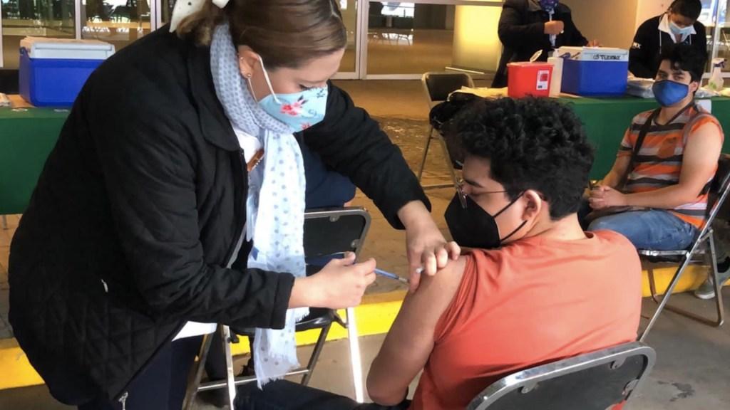 Suman 262 amparos acatados para que menores sean vacunados en México - Se han acatado 262 amparos para que menores sean vacunados en México. Foto de Secretaría de Salud CDMX