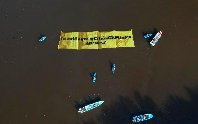 Greenpeace exige a México políticas efectivas contra el cambio climático - protesta de Greenpeace en Tabasco