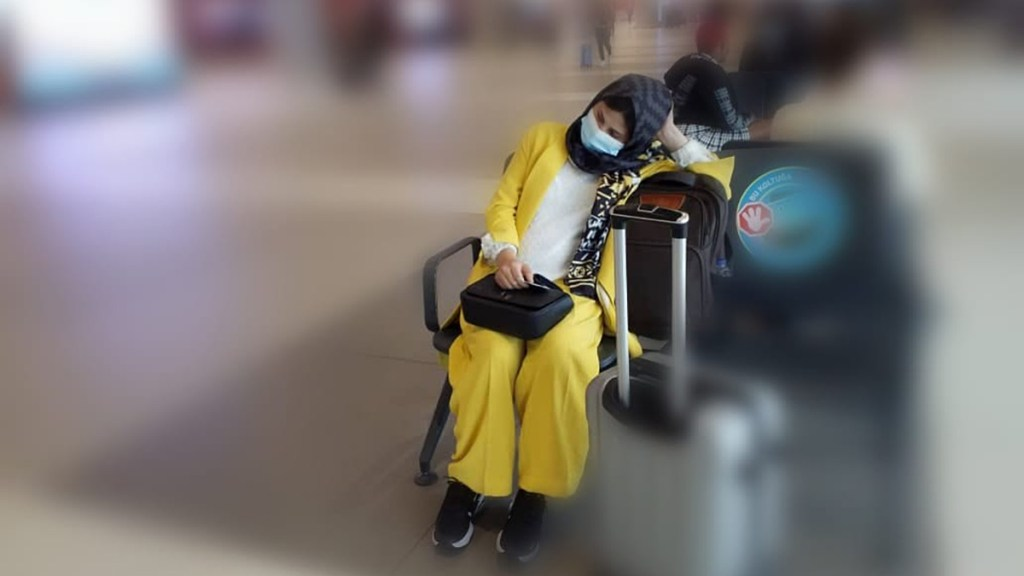 México sí acogerá a pareja afgana; deportados vuelan de regreso - Afgana embarazada deportada por México pese a solicitud de asilo