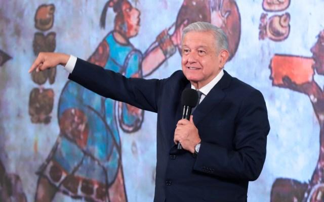 López Obrador aplaude que Biden reconozca a los indígenas - AMLO López Obrador mural Calakmul indígenas