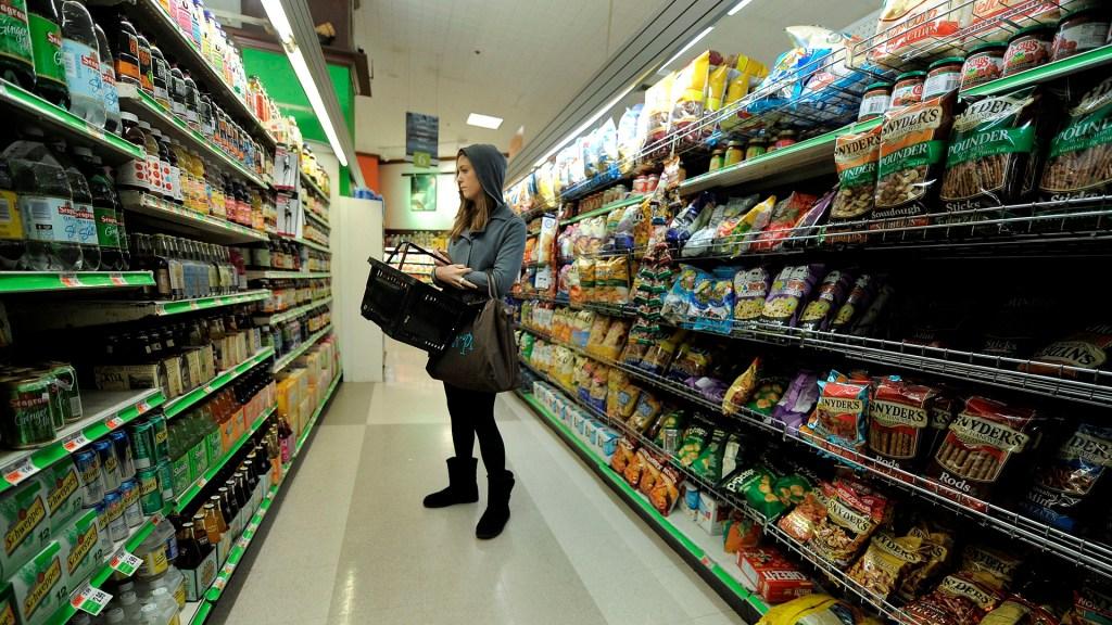 Inflación interanual en Estados Unidos sube a 5.4 por ciento en septiembre - Compras en supermercado de Estados Unidos
