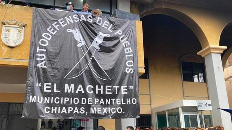 Cambio de gobierno en Pantelhó desata tensión entre alcalde electo y autodefensas - El Machete, grupo de autodefensas en Pantheló, Chiapas
