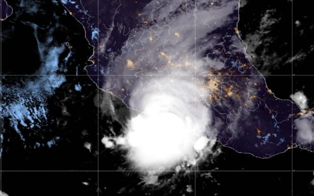Rick toca tierra como huracán categoría 2 en Guerrero - huracán Rick