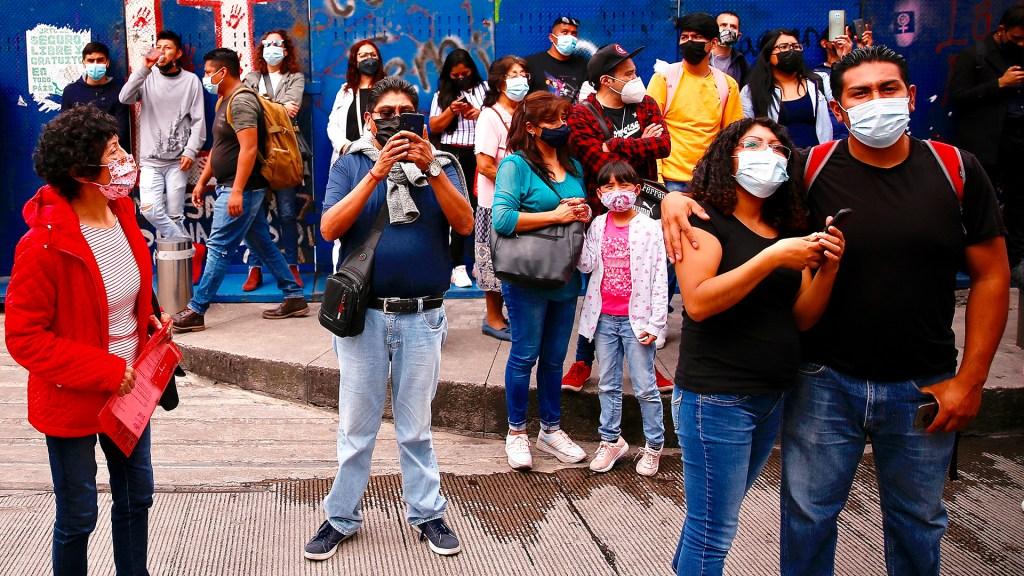 Iglesia católica pide responsabilidad ante riesgo bajo de la pandemia - Mexicanos durante pandemia de COVID-19