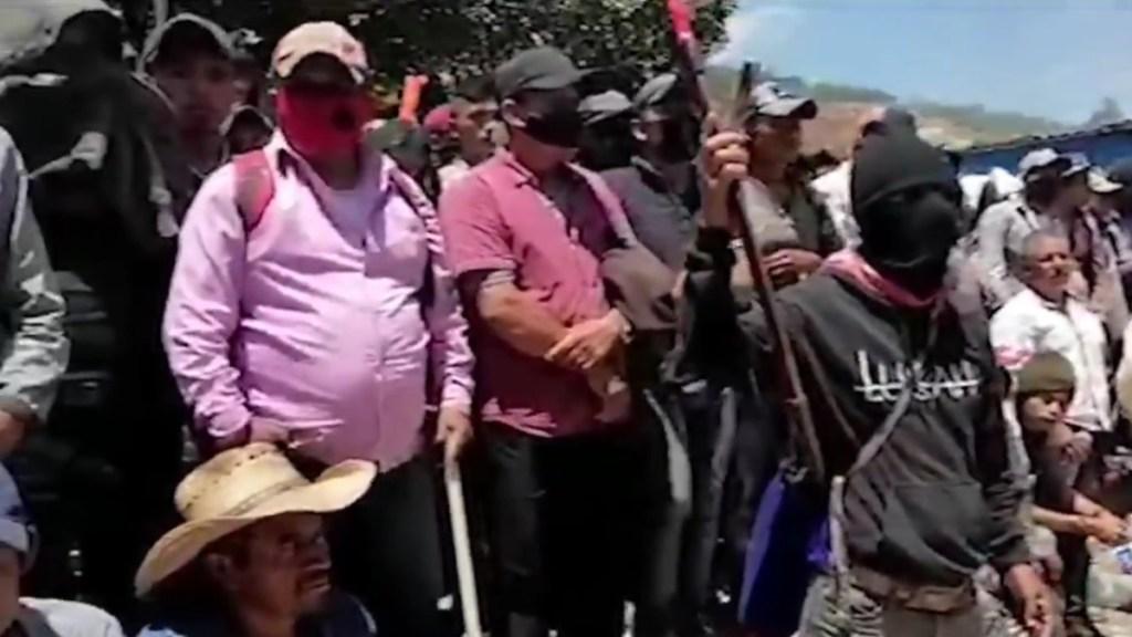 Exautodefensa afirma que desaparecidos en Pantelhó fueron asesinados - Miembros del grupo de autodefensas 'El Machete' en Pantelhó, Chiapas