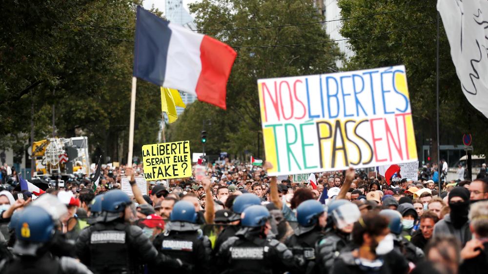 Protestas contra el certificado COVID-19 reúnen a 40 mil personas en Francia - protestas Francia certificado covid