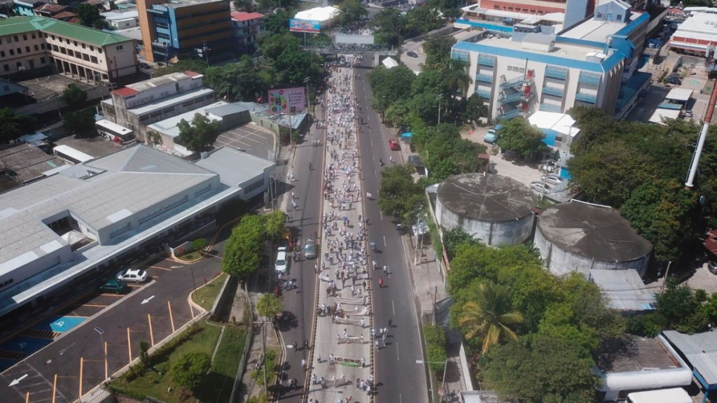 Miles de salvadoreños protestan contra las políticas de Bukele - Protestas Nayib Bukele El Salvador