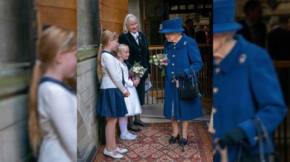 Reina Isabel II usa bastón por primera vez en acto público a sus 95 años - Reina Isabel II con bastón en acto público