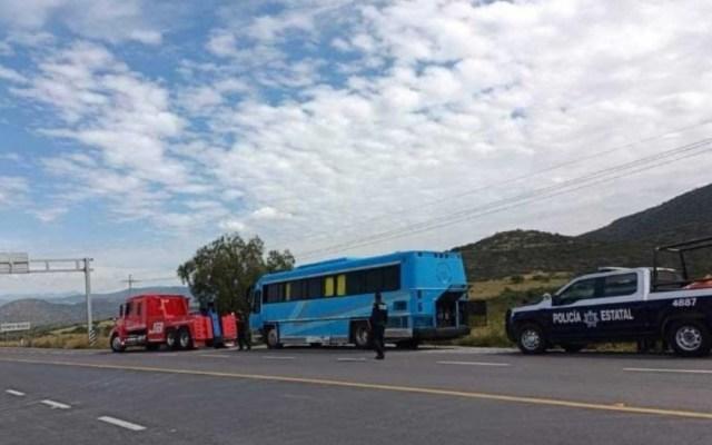 Policías encuentran a decenas de migrantes a bordo de autobús en Querétaro - Tolimán Querétaro migrantes detenidos