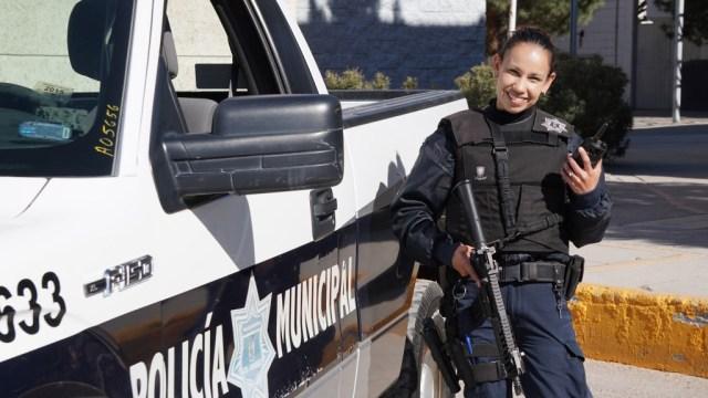 Cindy a punto de irse en sus recorridos en la patrulla