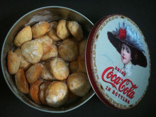 Galletas caseras, azúcar glasé y caja de lata, ¡cuánto amor! (foto: Igor Cubillo)