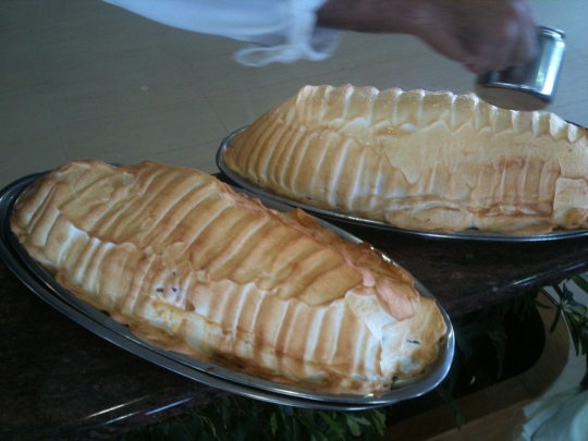 Espectacular el soufflé de la casa en Astuy, prendido en vivo (foto: Cuchillo)