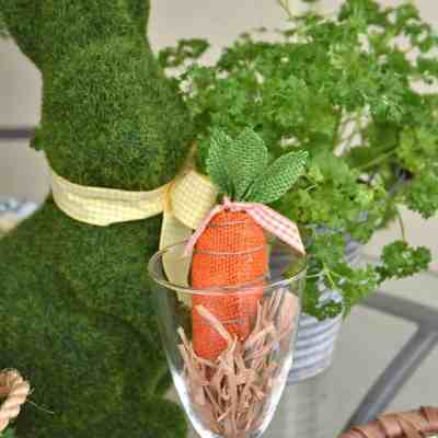 Pretty Table Setting for Spring on the Porch