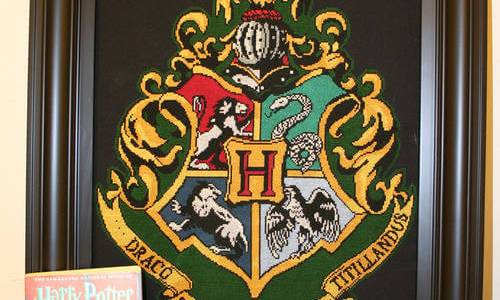 Harry Potter Coat of Arms Cross Stitch by grumble-king2 (source: deviantart.com)