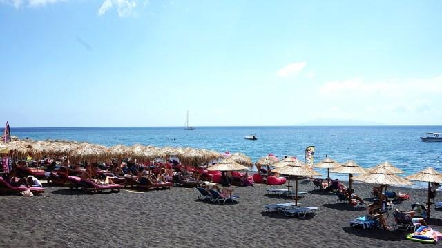 plaja neagra din Kamari, Santorini