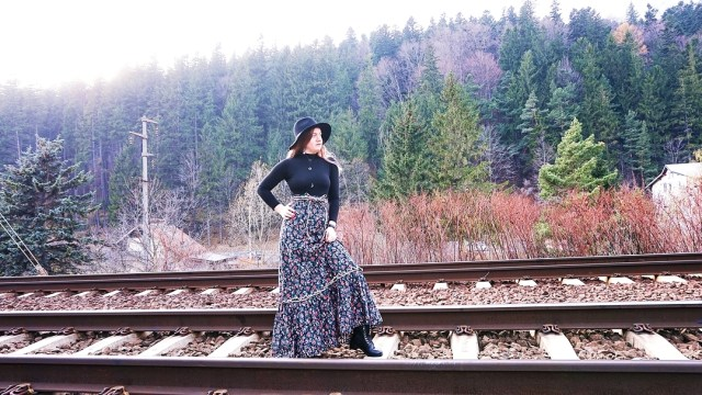autumn outfit at mountain second hand skirt - lorys blog