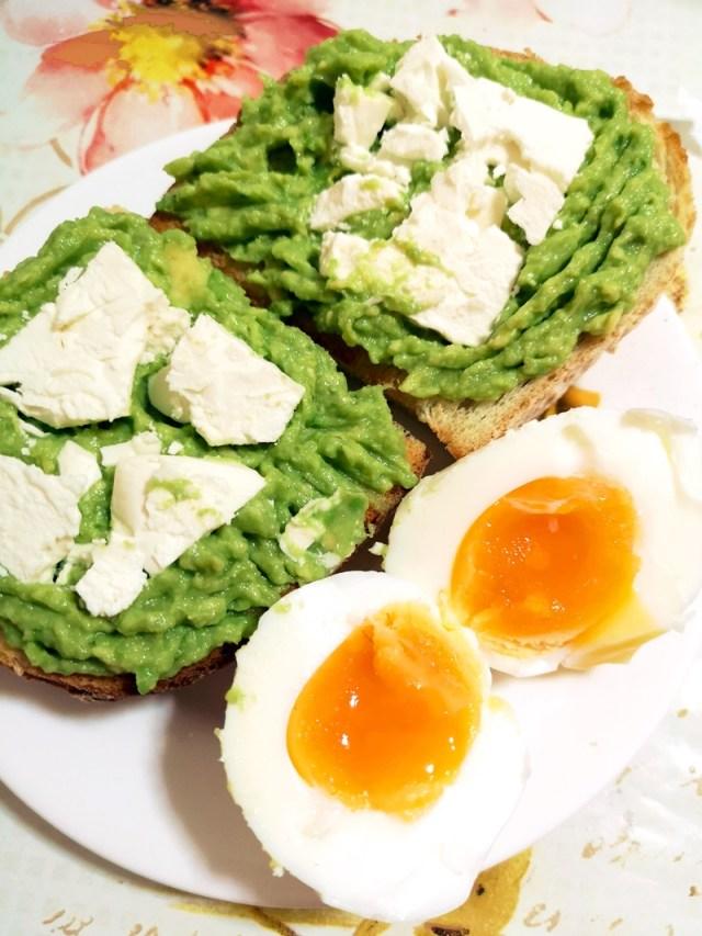 avocado, branza si ou fiert - lorys blog