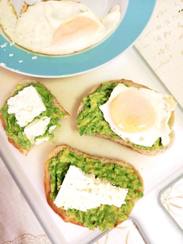 avocado, branza si ou prajit - lorys blog
