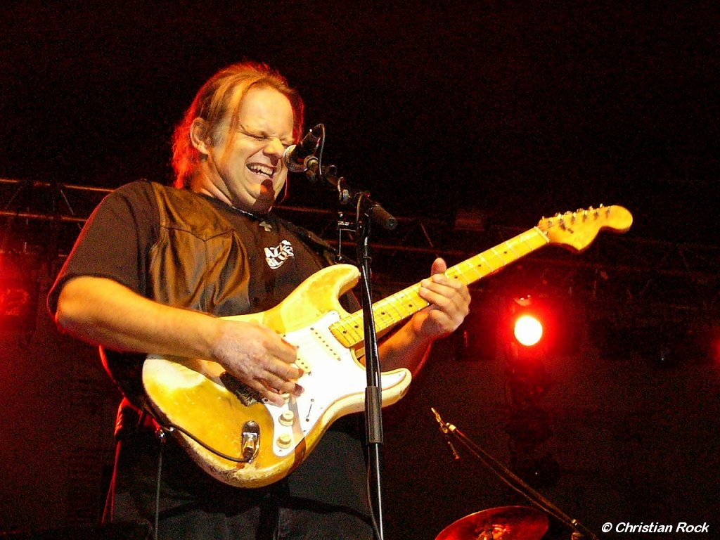 https://i0.wp.com/loreillebleue.free.fr/images/Photos/Walter_Trout_01G_CR.jpg