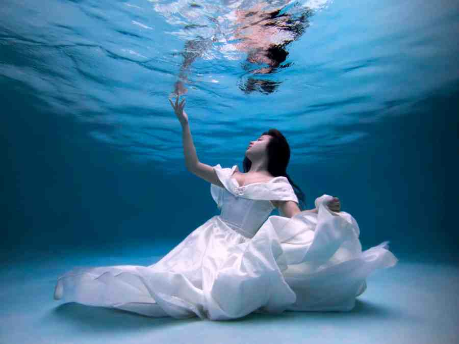 Your Complete Guide to Starting with Underwater Photography - Blog Lorelei Web Design