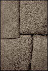 détail d'un mur inca sans mortier/ detail of a mortar-free inca wall