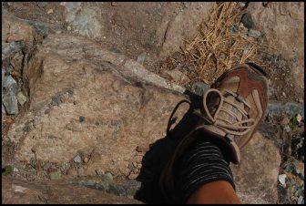 mon petit 37 est encore trop grand pour ces marches incas ! My foot (size M4,5) is too big for those stairs !