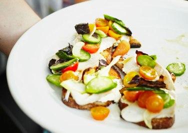 grillezett zöldségek és füstölt hal