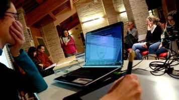 Un momento della presentazione- Lettura brano di Federica Petruio (Papaveri e Papere) e disegno live di Federica Giulietti. Riprese di Samuele Pierantoni.