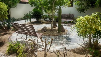 Just behind the casa is this beautiful garden where you can sit and enjoy nature.