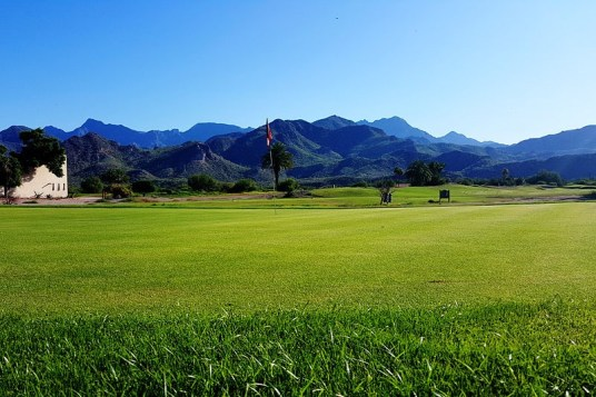 It may be hard to concentrate on putting with the beauty of the Sierra de la Giganta mountains.