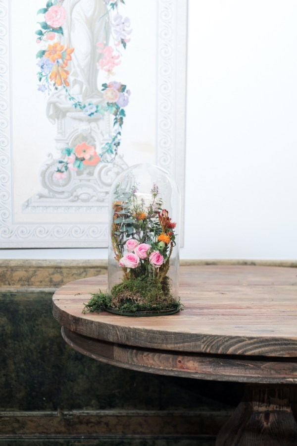 Arreglo floral en campana
