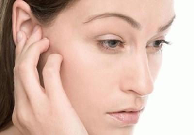 Боль за ухом