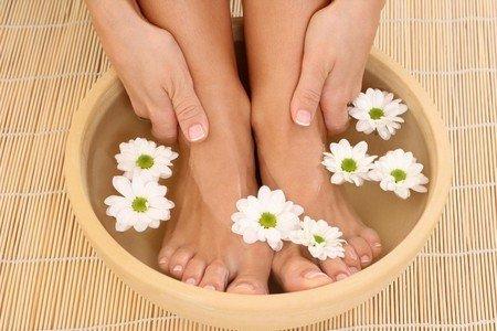 Применение горячих ванн для ног