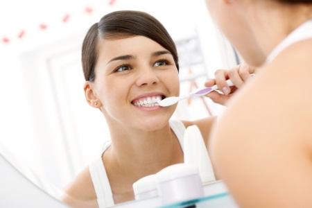 Регулярное очищение зубов