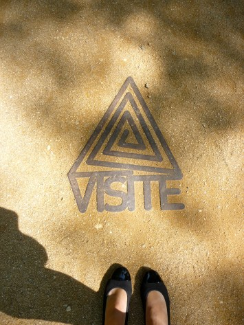 Visite - this way, please