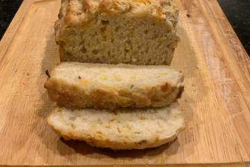 sliced beer cheese bread