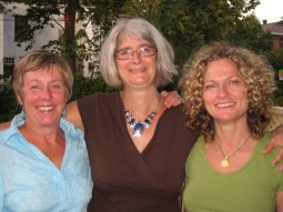With author-friends Jane Barclay and Monique Polak. BBQ time!